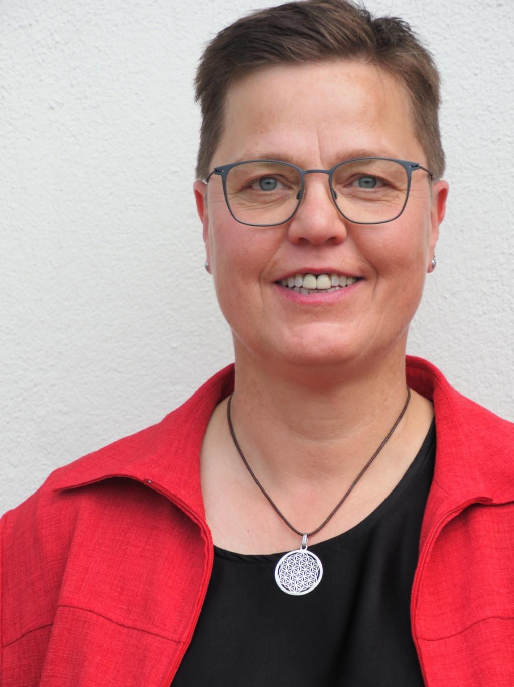 Dr. Claudia Kemper